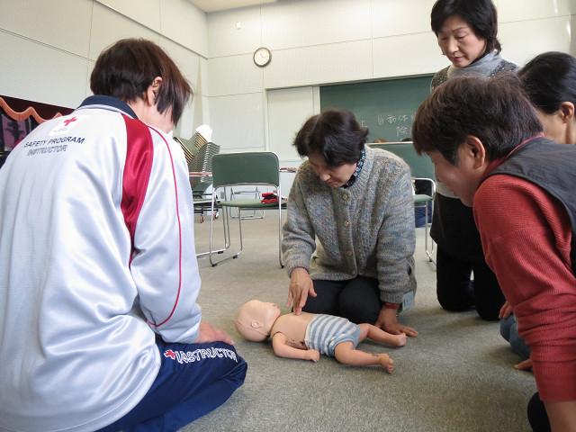 応急手当講習会の様子(保育ボランティア養成講座時)