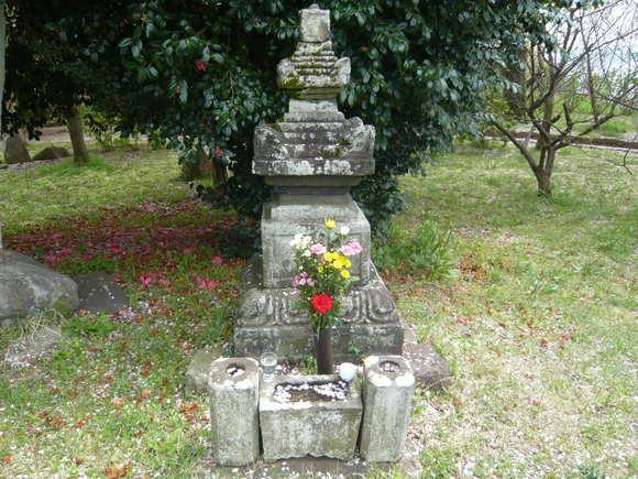 藤原範茂卿の墓