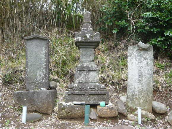 藤原範茂卿従者の墓