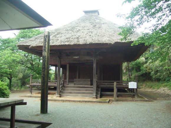 朝日観音堂とその土壇
