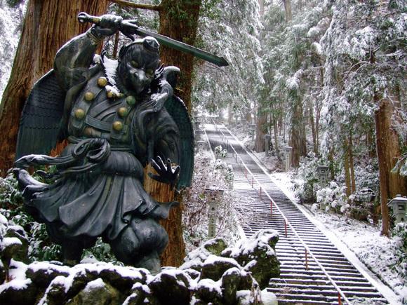 「雪に染まる奥之院」