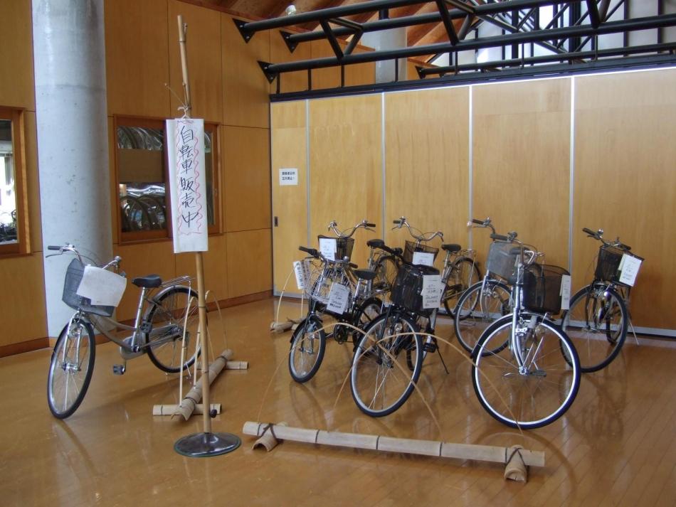 おかもと福祉館内において常時リサイクル自転車を販売
