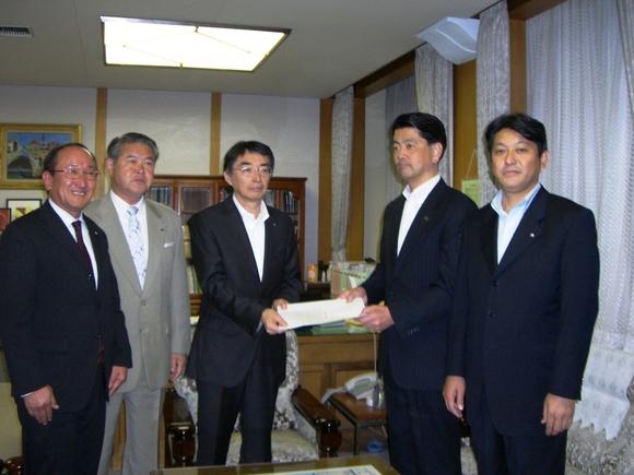 平成23年5月23日(月) 黒川副知事へ「農産物被害に関する緊急要望書」提出