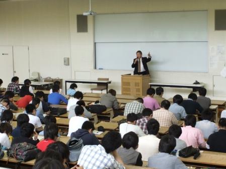 平成24年5月21日(月) 関東学院大学法学部専門科目『行政過程論』にて講義