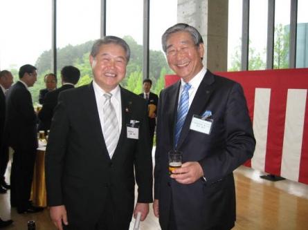 アサヒグループホールディングス・泉谷代表取締役社長兼COOと  平成24年5月2日(水) アサヒビール神奈川工場竣工10周年記念祝賀会