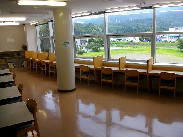 18席の中部公民館自習室