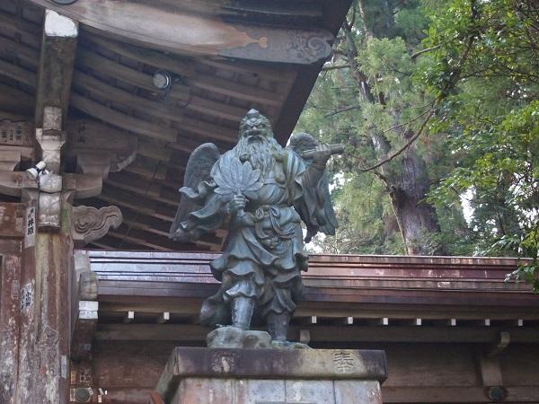 結界門の天狗像