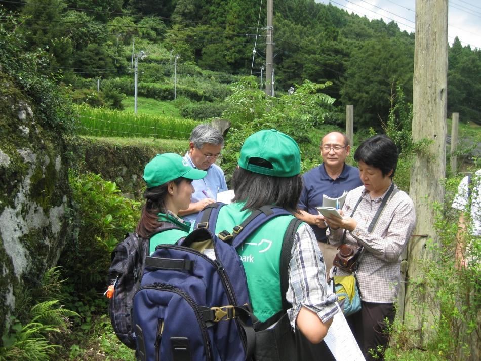 日本ジオパーク委員会の質問を受けるジオガイド