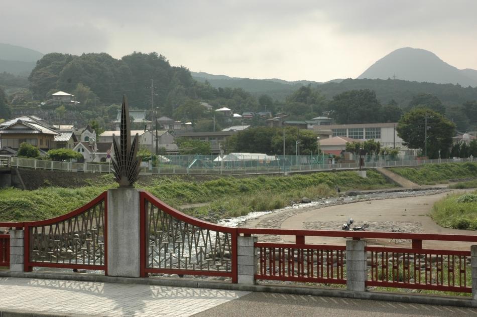 大雄橋(飯沢)から望む水辺プラザ